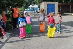 Brood en Spelen   Vrijwilligers voor op het plein bij de Huizingaschool in Amsterdam Slotervaart